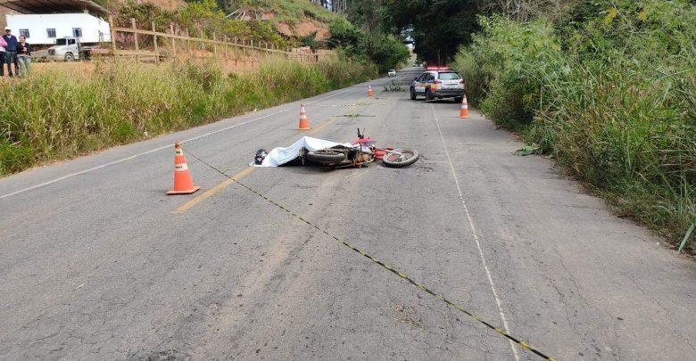 Espera Feliz: motociclista morre em acidente ao colidir com animal na pista