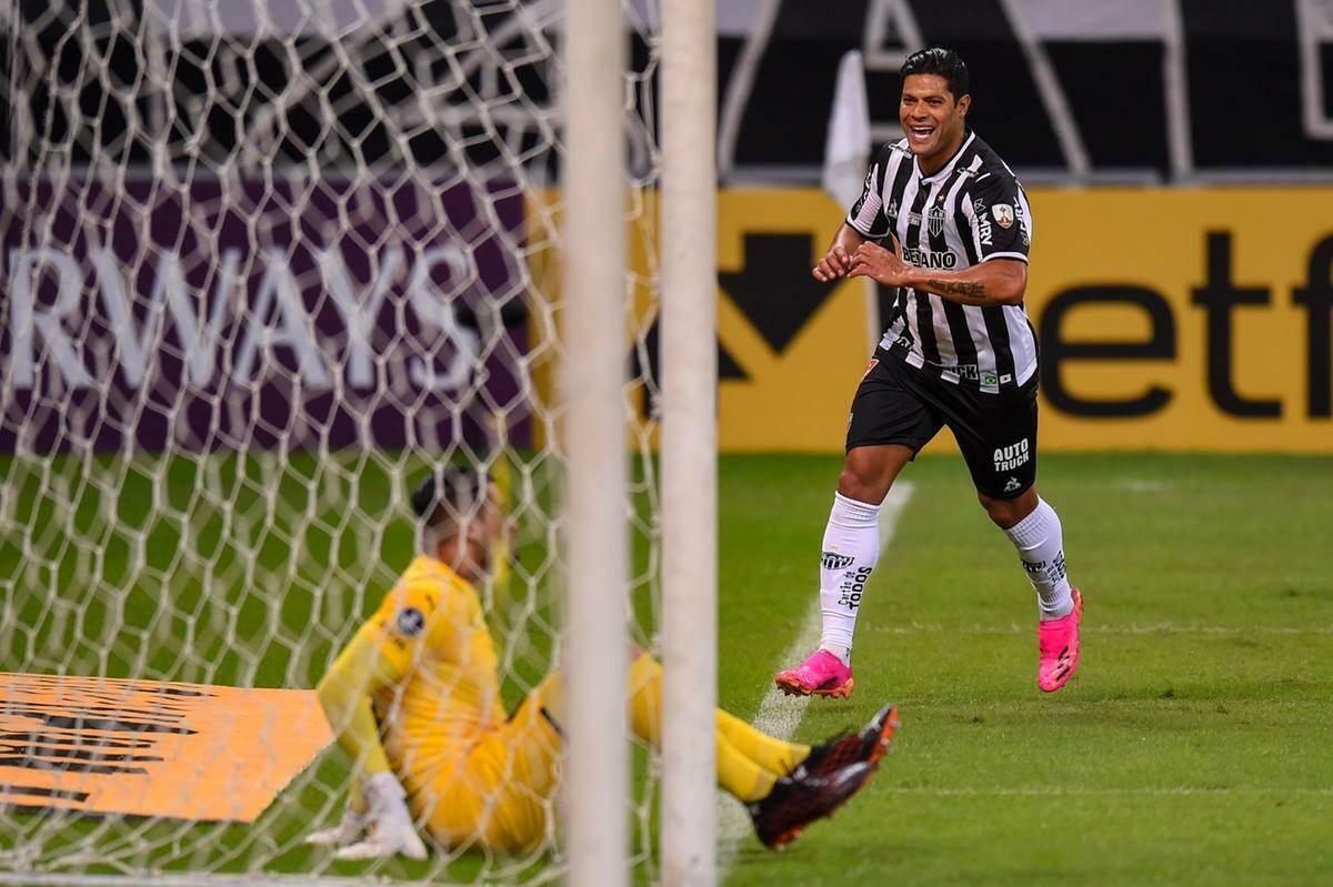 Galo goleia o Cerro Porteño e assume liderança do Grupo H