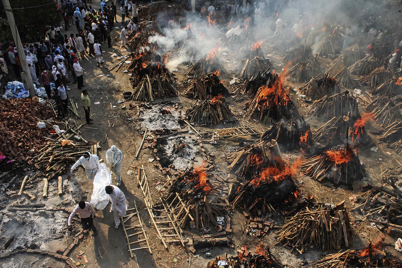 India bate recorde dos EUA e registra maior número de mortes por Covid-19 em 24 horas