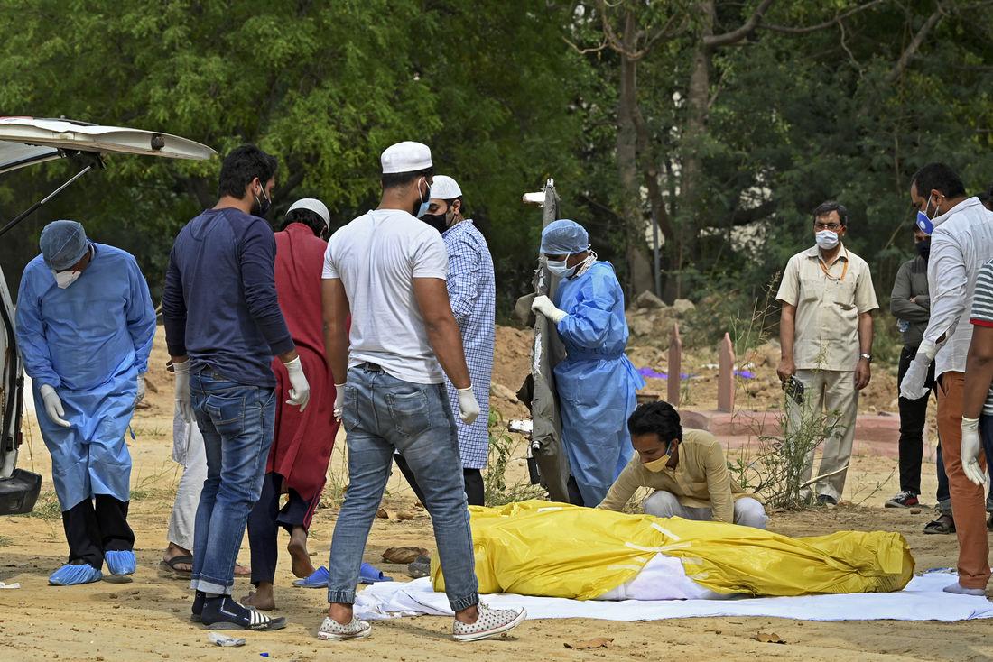 Índia se torna 3º país com mais mortos por Covid em meio a caos sanitário