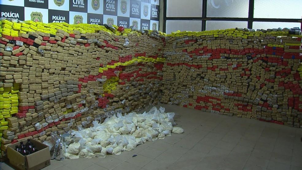 Mais de 3,5 toneladas de drogas e armas são apreendidas em operação conjunta