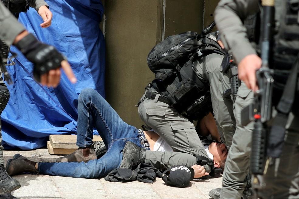 Novos confrontos deixam centenas de feridos em Jerusalém