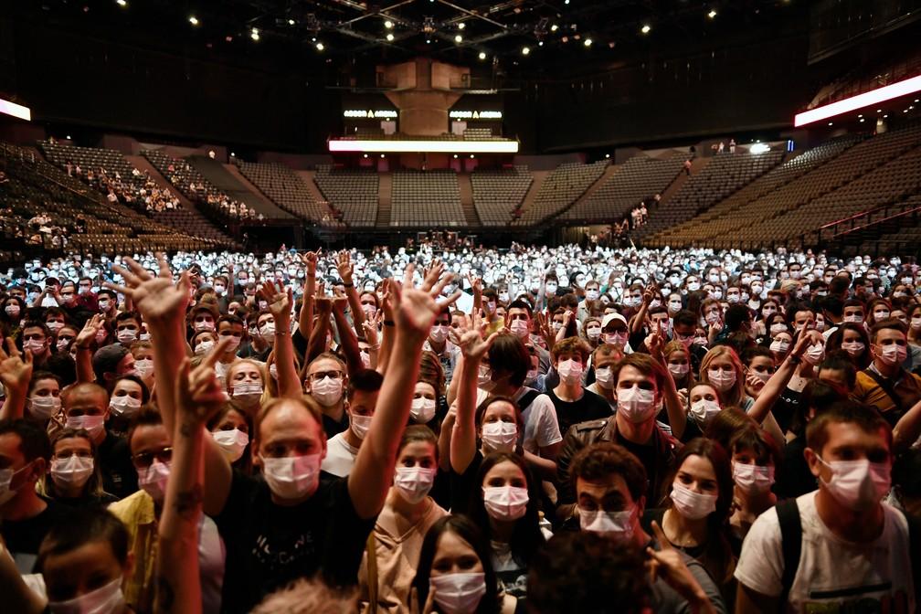 Paris realiza primeiro show-teste para 5 mil pessoas neste sábado