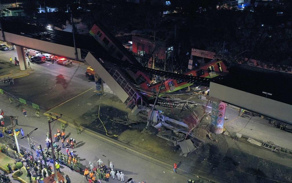Viaduto do metrô desaba, derruba trem e deixa ao menos 23 mortos no México