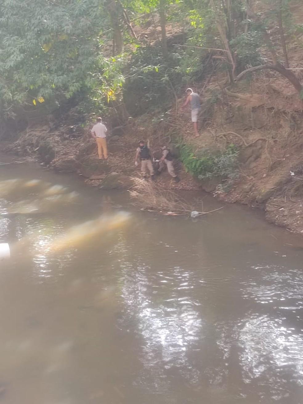 Feto é encontrado boiando no Rio São Domingos em Chalé