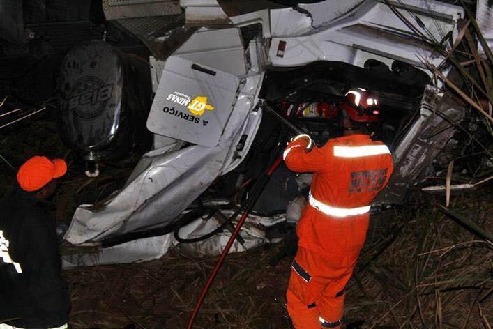 Caminhoneiro morre em acidente na BR-116