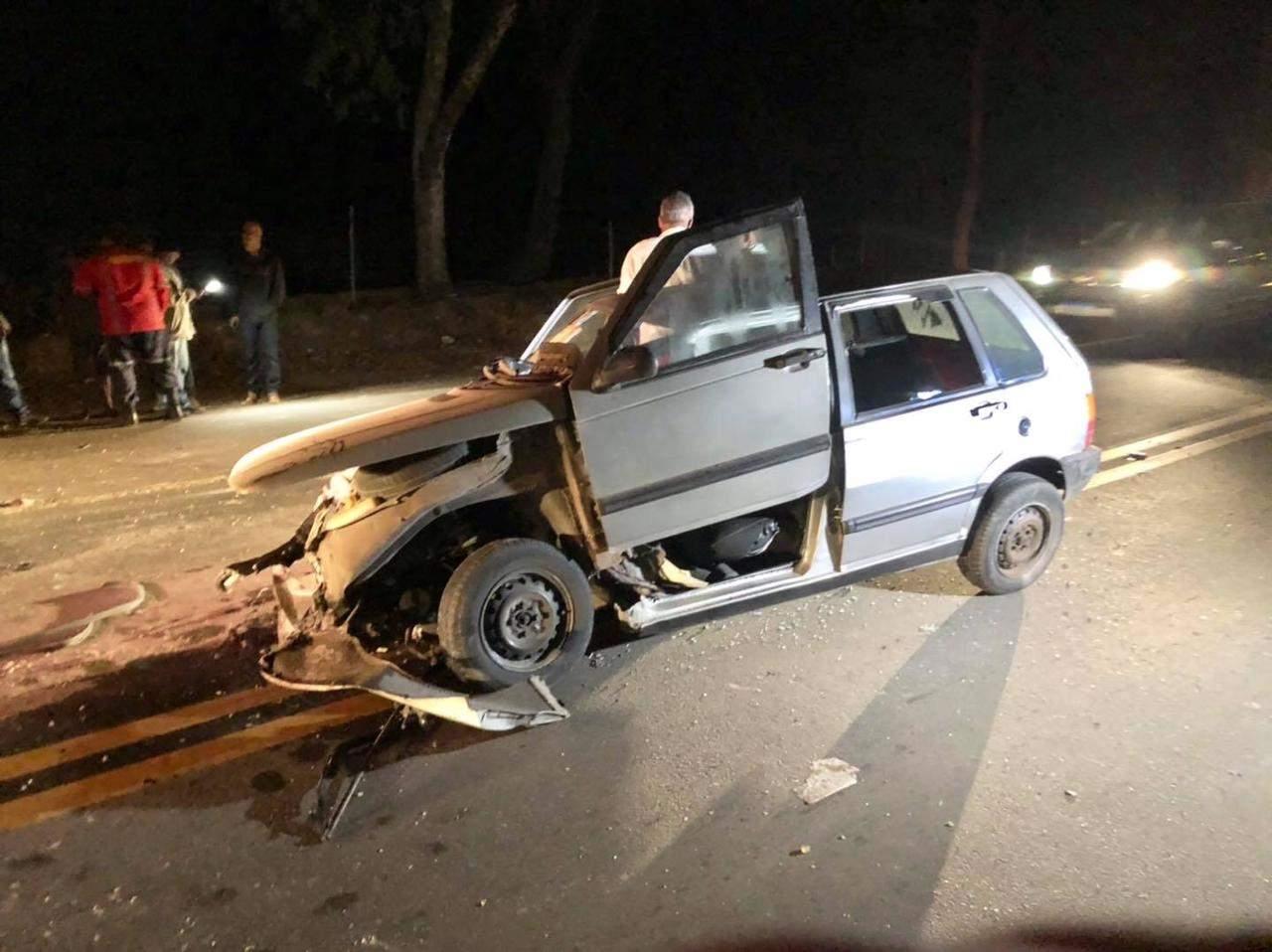 Carro fica destruído em acidente na BR-116 em Dom Corrêa