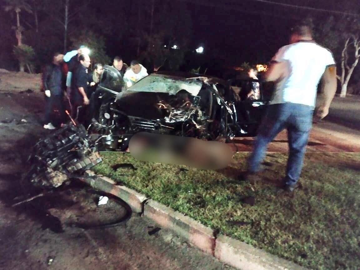 Jovem morre e outras quatro pessoas ficam feridas após carros baterem de frente
