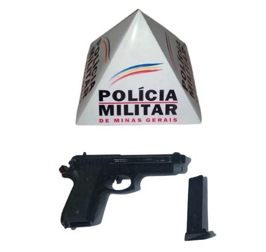 Polícia Militar apreende réplica de Pistola Taurus 9mm com acusado de fazer apologia ao crime na rede social do Facebook