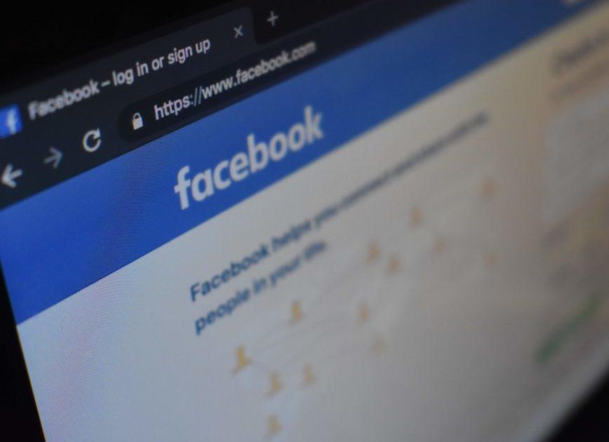 Perfil derrubado pelo Facebook foi acessado da casa de Bolsonaro e no Planalto