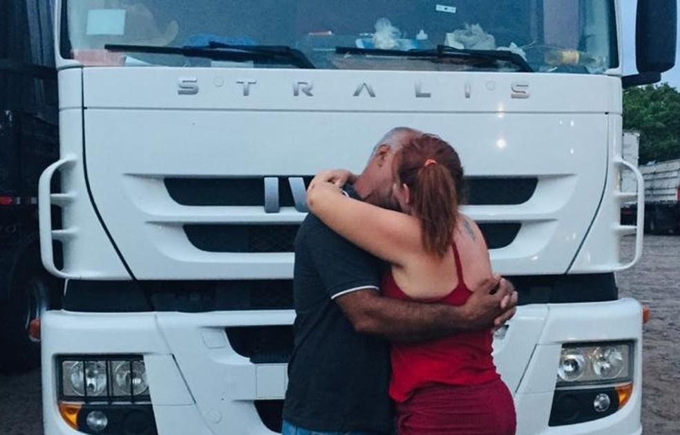 Após 20 anos separado, casal se reencontra no Dia dos Namorados: 'Sempre foi o amor da minha vida', diz ela