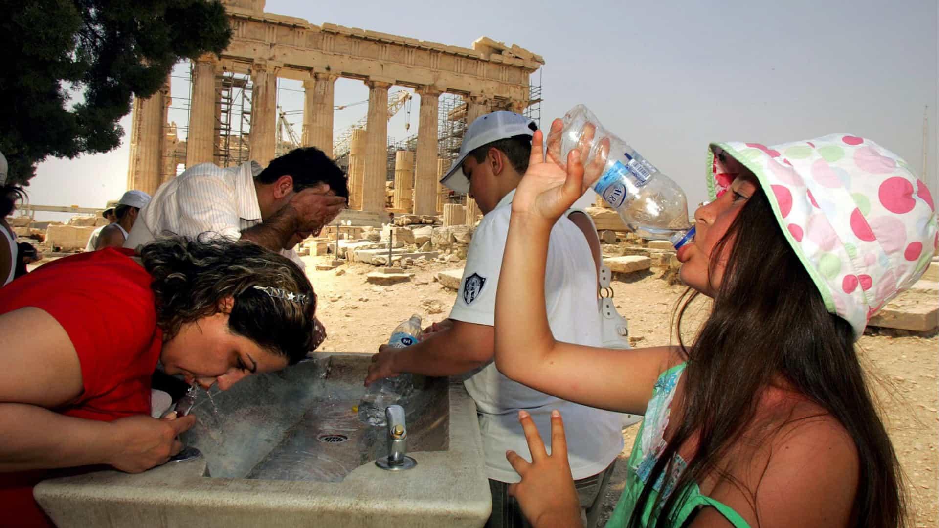 Grécia enfrenta onda de calor com temperaturas que podem atingir 45 graus