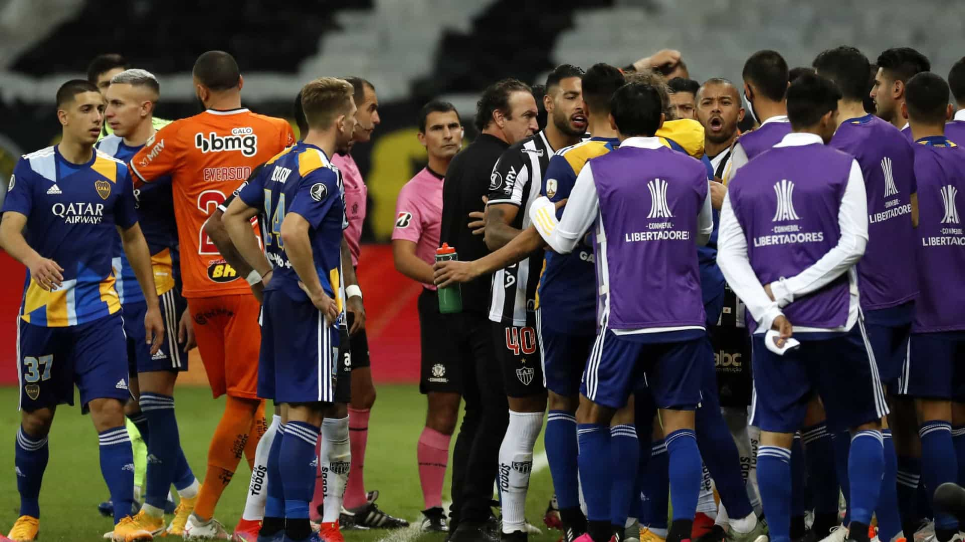 Após eliminação, jogadores do Boca entram em confronto nos vestiários do Mineirão
