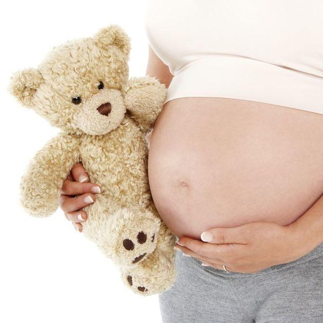 Gestação na adolescência cai 37% em 20 anos, diz estudo