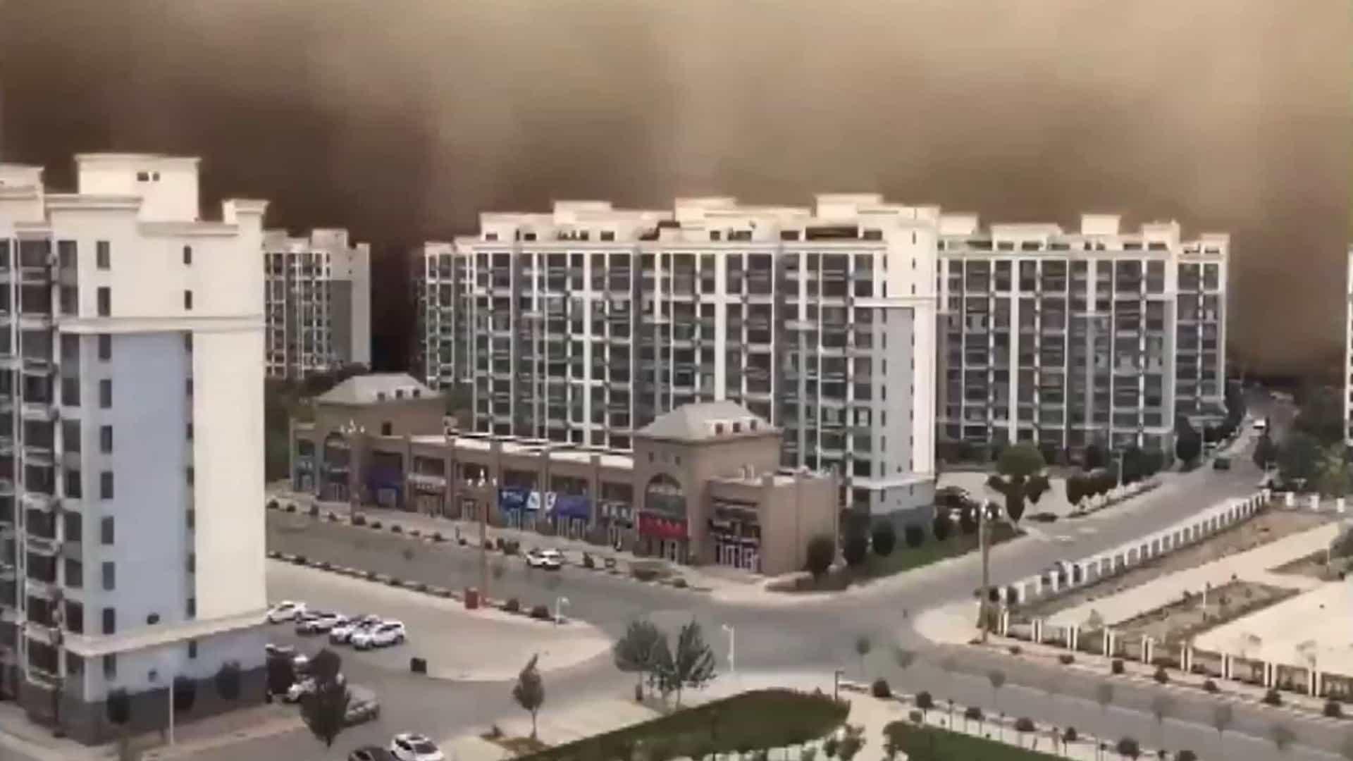 Tempestade de areia 'engoliu' cidade chinesa