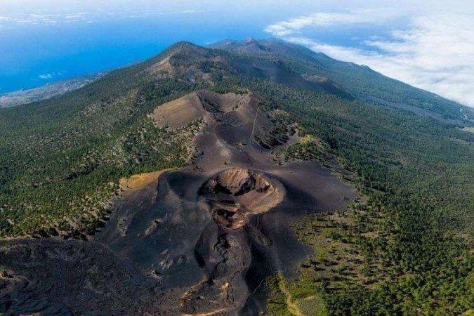 Entenda o raro cenário em que vulcão pode causar tsunami no Brasil