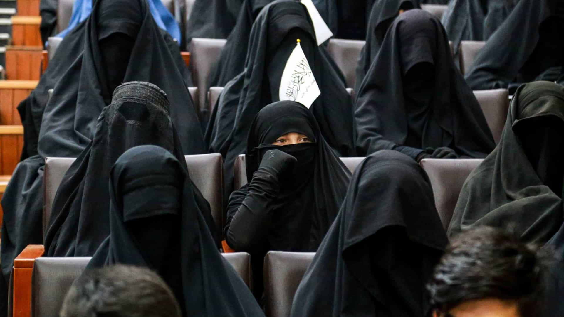 Talibãs permitem mulheres a estudar  mas em universidades segregadas