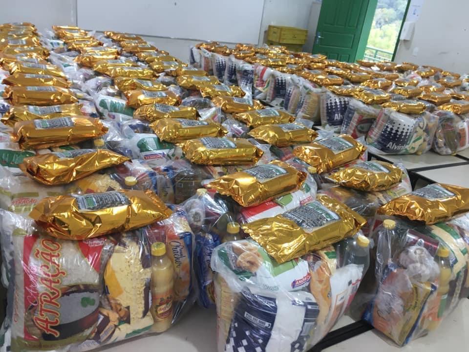 Escola Estadual Doutor Eloy Werner em Realeza distribui kits de alimentos os alunos