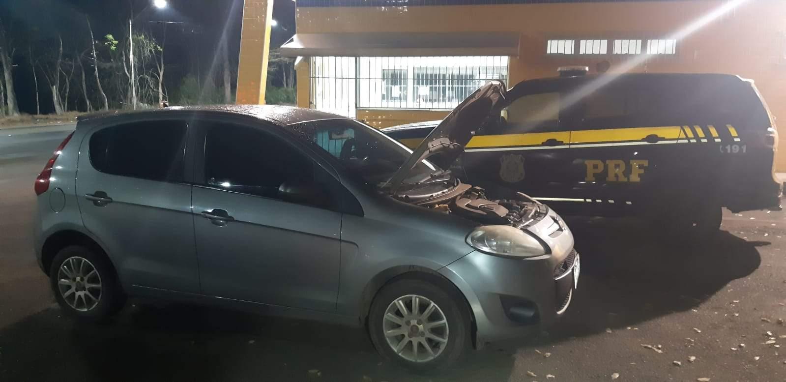 PRF recupera veículo furtado com placas falsas